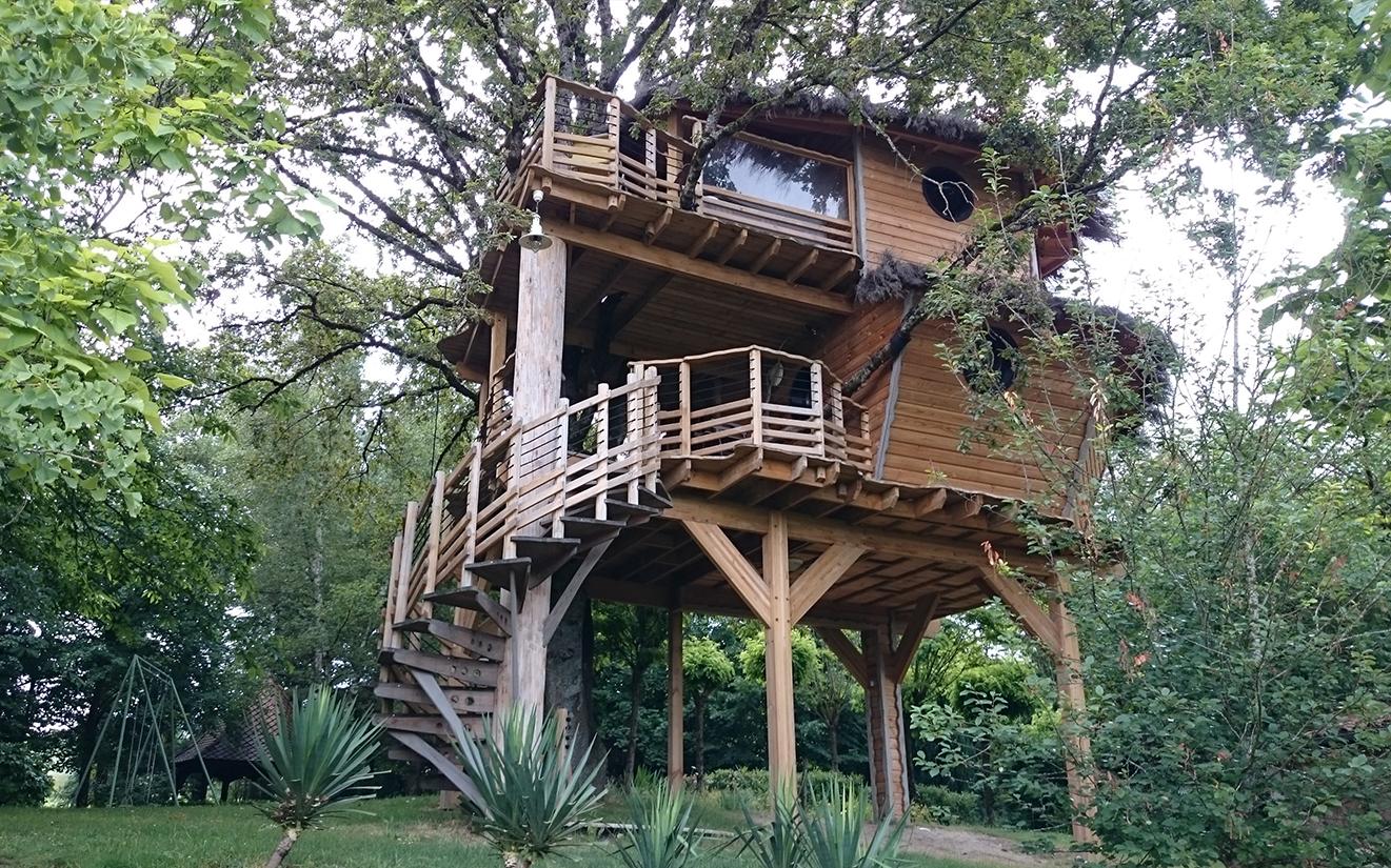 cabane dans les arbres en amoureux dans le cantal sauvazine blog culture voyage. Black Bedroom Furniture Sets. Home Design Ideas