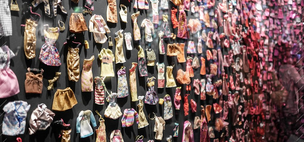 24-mur-vetement-exposition-barbie-paris-arts-decoratifs-blog-avis