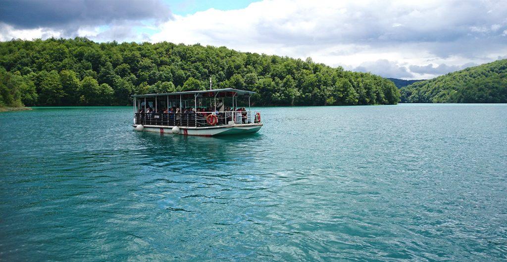 cascade-croatie-lacs-plitvice-bateau