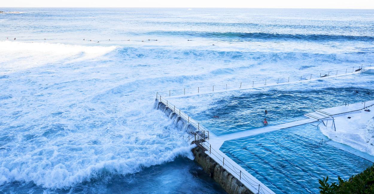 bondi-beach-ocean-vague-piscine-naturelle-sydney-roadtrip-voyage