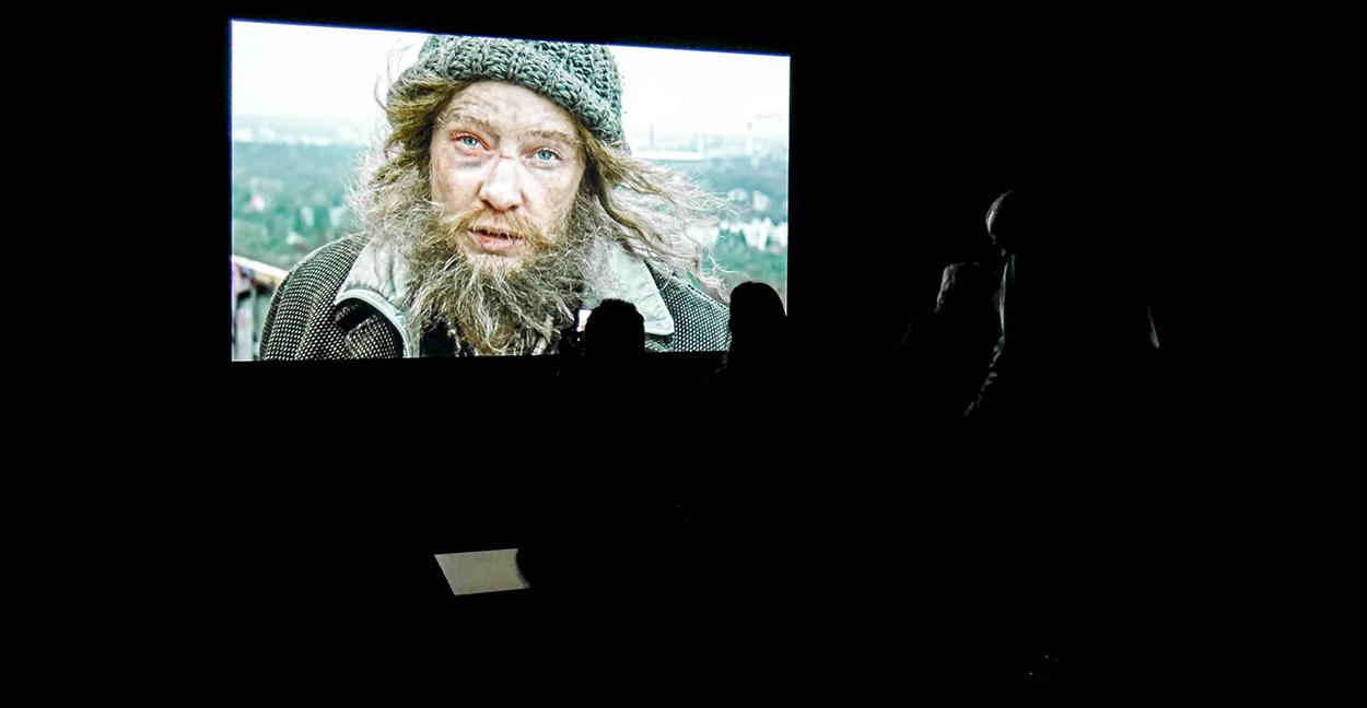manifesto-cate-blanchett-performance-installation-julian-rosefeldt-sydney-roadtrip-voyage