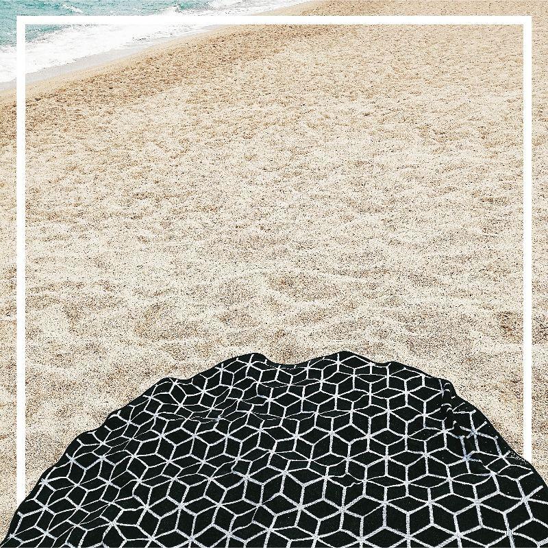La grande serviette ronde qui va bien blanes vacances costabravahellip